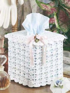 Crochet - General DecorThis pretty tissue box cover makes a lovely accent for the bedroom or bath.Tissue box cover size: 4 x 5 inches (appx)Skill level: Beginner - Crochet Box, Love Crochet, Crochet Gifts, Crochet Decoration, Crochet Home Decor, Tissue Box Covers, Tissue Boxes, Crochet Designs, Crafts