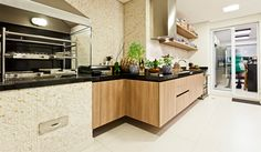 Rústico ou brilhante: o porcelanato acetinado consegue imitar diversos tons de piso (foto: divulgação / Sesso e Dalanezi arquitetura)