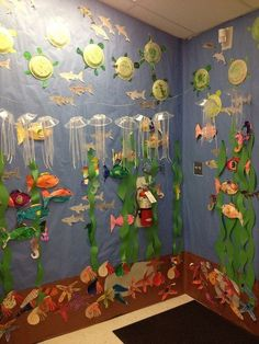 """ocean """"aquarium"""" with ocean animals We are so doing this for open house!Completed ocean """"aquarium"""" with ocean animals We are so doing this for open house! Ocean Themes, Beach Themes, Art For Kids, Crafts For Kids, Ocean Projects, Ocean Aquarium, Ocean Activities, Vocabulary Activities, Quilled Creations"""