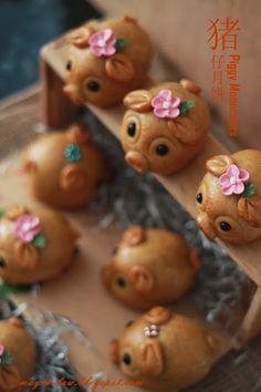 厨苑食谱: 咬哪里先? ~ 嘟嘟猪月饼 (Homemade Piggy Mooncakes) More