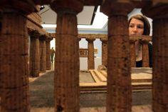 """Ausstellungsansicht """"Malerei für die Ewigkeit.  Die Gräber von Paestum"""""""