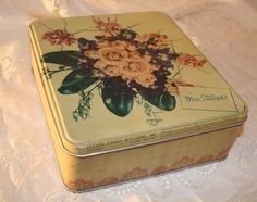 Bouquet of Roses Vintage Tin | Vintage Duds and Decor