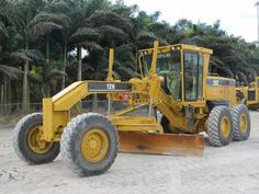Grader in Miami, ready to be rent , only per month Used Construction Equipment, Caterpillar, Tractors, Miami, Tractor, Butterfly