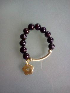 8. Pulsera negra con flor dorada -¡¡¡OFERTA!!! Bs. 120 - Precio regular Bs. 180 - 04242550767 #8 #ccs #ven