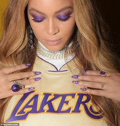 Beyonce and Jennifer Lopez honored Kobe and Gigi Bryant with their nail art as they attended their memorial ceremony. The memorial ceremony . Estilo Beyonce, Beyonce Style, Beyonce And Jay Z, Beyonce Pics, Beyonce Coachella, Beyonce Dancers, Beyonce Quotes, Beyonce Knowles Carter, Solange Knowles