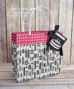 Click here to watch a how-to video and see this fun collapsible gift bag & tag I created with the June 2018 Broadway Star Paper Pumpkin kit in A Paper Pumpkin Thing Blog Hop! Have fun on the hop!…#apaperpumpkinthing #stampyourartout #stampinup - Stampin' Up!®️️ - Stamp Your Art Out! www.stampyourartout.com