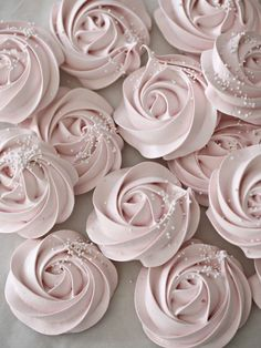 Meringue Rose Cookies 14 Mouthwatering Desserts That Are As Pretty As They Are Pink Rosa Desserts, Desserts Roses, Köstliche Desserts, Dessert Recipes, Plated Desserts, Meringue Desserts, Dessert Bars, Cupcake Recipes, Dessert Table
