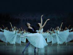 Natalia Osipova and Leonid Sarafanov in the Mariinsky's 3D screening of Giselle (2010).
