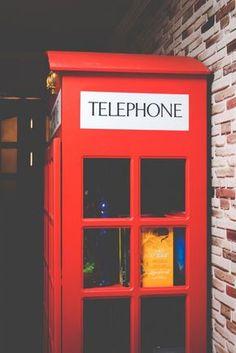 Minha estante em formato de Cabine Telefonica 5