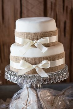 Charleston wedding at Boone Hall Plantation Cotton Dock.  Burlap wedding cake