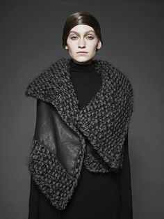 Leather + Knit, contemporary knitwear design // Sunghee Bang F/W 2012 Knit Fashion, Look Fashion, Fashion Design, Paris Fashion, Fashion Trends, Mode Inspiration, Design Inspiration, Knitwear, Knit Crochet
