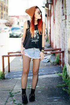 Le-Happy grunge girl style. Street wear, street style, grunge fashion