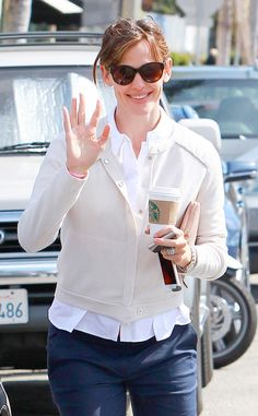 Jennifer Garner, in rounded demure cat-eye shades, was all smiles as she grabbed a caffeine booster on the go!