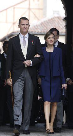 SM el Rey Felipe VI y la Reina Consorte Letizia, en la entrega del SM el Rey Felipe VI y la Reina Consorte Letizia, en la entrega del Premio Cervantes 2015 al escritor Mexicano Fernando del Paso 23-04-2016 ⚜ (@MonarquiaEspana) | Twitter