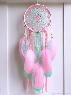 Stunning Dream Catcher Ideas to get only Pleasant Dreams -TastyMatters Dream Catchers are Widely Used as Home Decor.Here are Some Handpicked Dream Catcher Ideas to Protect You from Bad Dreams,Nightmares,Negativity Making Dream Catchers, Dream Catcher Decor, Dream Catcher Bedroom, Dream Catcher Mobile, Dreamcatchers, Diy Dream Catcher Tutorial, Dreamcatcher Wallpaper, Beautiful Dream Catchers, Diy And Crafts