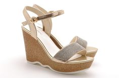 I like this type shoes. Comfortable wedge heel and soft leather~~