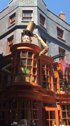 Diagon Alley Secrets and Tips! : Listen to the ultimate Diagon Alley guide! Today I have a real treat for you— we are going to go over the best things to do at Wizarding World of Harry Potter Diagon Alley! Are you worried you may. Harry Potter World, Memes Do Harry Potter, Estilo Harry Potter, Harry Potter Diagon Alley, Mundo Harry Potter, Harry Potter Universal, Harry Potter Fandom, Harry Potter Places, Universal Orlando