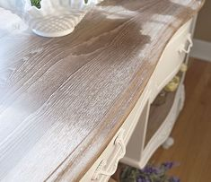 Did you know wax also works its magic on raw wood? Today I'm sharing how to use Annie Sloan White Wax to create a trendy limed wood finish! Chalk Paint Wax, Chalk Paint Colors, White Chalk Paint, Chalk Paint Furniture, Chalk Painting, Milk Paint, Painting Tips, Western Furniture, Rustic Furniture