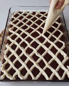 Cake Tutorial, Beautiful Cakes, Cake Cookies, Animal Print Rug, Photo And Video, Instagram, Food, Sultan, Recipes