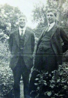 this photo of Harold (L) & Walter Steggles was taken in about 1925/6 pic.twitter.com/eLV10FsAbf Camden London, Camden Town, East London, The Twenties, People, Artists, Group, Twitter, People Illustration