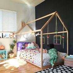 Ponponlar partinize renk katan hem ucuz hem de şık süslemelerdir. Evinizde kolayca yapabileceğiniz ponponları masa ve duvar süslemeleri...