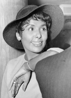 Lena Horne. I, too, like a good hat.