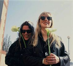 donita sparks and suzi gardner from the marvellous L7