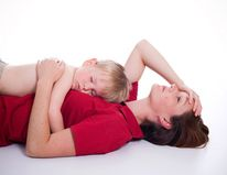 40 ways to entertain your kids while lying down (when you're sick, pregnant, injured, etc)