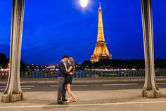 Beautiful engagement photo session during the blue hour in front of the Eiffel Tower in Bir Hakeim bridge