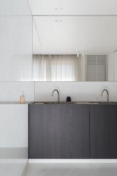 A bathroom in Oostende, Belgium - Marble Bathroom Decor Modern Bathroom Design, Bathroom Interior Design, Bathroom Renovations, Home Remodeling, Old Home Remodel, Suites, Bathroom Styling, Amazing Bathrooms, Bathroom Inspiration