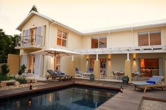 Starfish Guest Lodge Overlooks a landscaped indigenous garden with a salt water pool, Starfish Guest Lodge is a 2 minute walk from the swimming beach of Robbreg. | Holiday Houses SA
