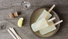 French 75 popsicles 10 Boozy Popsicle Recipes via Wine Popsicles, Champagne Popsicles, Lemon Popsicles, Alcohol Popsicles, Ice Pop Recipes, Popsicle Recipes, Popsicle Molds, Frozen Desserts, Frozen Treats