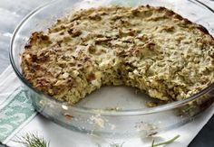 Υλικά 5 κ.σ. ελαιόλαδο 1 κιλό κολοκυθάκια βρασμένα 4 φρέσκα κρεμμύδια κομμένα σε ροδέλες 1 πράσο κομμένο σε ροδέλες 1 φλιτζάνι γιαούρτι 200 γρ. φέτα 200 γρ. κασέρι τριμμένο 4 αυγά αλάτι πιπέρι Banana Bread, Oatmeal, Breakfast, Desserts, Food, Gastronomia, The Oatmeal, Morning Coffee, Meal