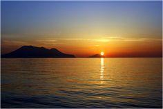 Risultato della ricerca immagini di Google per http://www.infoeolie.it/images/tramonto-eolie.jpg