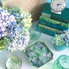 Vintage Green, Vignettes, Glass Vase, Decorative Boxes, Display, Instagram Posts, Floor Space, Billboard, Decorative Storage Boxes