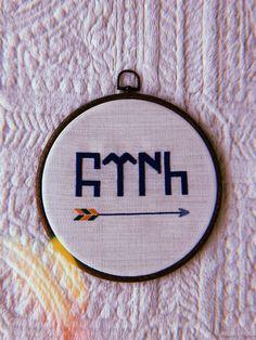 Kanaviçe | Göktürkçe TÜRK yazısı 🇹🇷 Coin Purse, Turkey, Wallet, Crochet Art, Coin Purses, Purses, Purse