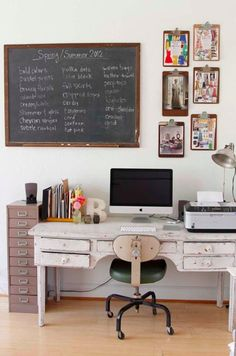 I like the feel of this old school type desk. Also how much space it has.