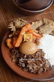 Gudeg Yogya Komplet Step By Step Cara Pembuatannya. Asian Desserts, Asian Recipes, Ethnic Recipes, Kitchen Recipes, Cooking Recipes, Diah Didi Kitchen, Indonesian Cuisine, Malaysian Food, Recipe Steps