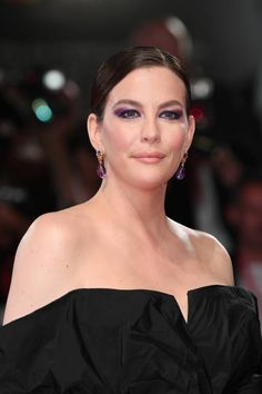 """AUGUST Liv Tyler walks the red carpet ahead of the """"Ad Astra"""" screening during during the Venice Film Festival at Sala Grande on August 2019 in Venice, Italy. Steven Tyler, Liv Tyler, Bebe Buell, Stealing Beauty, Best Actress, Venice Italy, Beautiful Actresses, American Actress, Film Festival"""