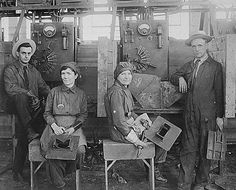 Women electric welders at Hog Island shipyard in 1918. These were the first women to be engaged in ship construction in the United States. | 10 Lesser-Known People Who Were The First To Accomplish Things