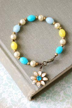 Summer fling. vintage beaded charm bracelet
