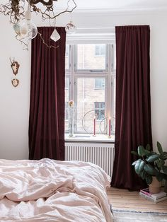 A cute and colourful bedroom with red curtains and pink bedlinen. Room Design Bedroom, Bedroom Red, Bedroom Colors, Home Bedroom, Colourful Bedroom, Bedrooms, Bedroom Ideas, Master Bedroom, Red Curtains Living Room