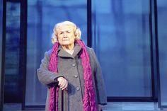 Ihmisen osa on Kari Hotakaisen romaaniin perustuva näytelmä. Taitavan näyttelijäjoukon ylimpänä tähtenä loistaa talossa ensi kertaa vieraileva Anja Pohjola, 83.