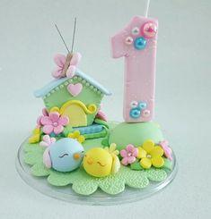 Vela jardim encantado, modelada em biscuit, detalhes com pedras strass e perolas.