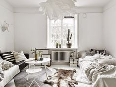 The perfect small space apartment! From http://myscandinavianhome.blogspot.com/2015/03/small-space-inspiration-in-monochrome.html
