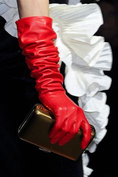 Lanvin at Paris Fashion Week Fall 2012 - women gloves fashion Red Gloves, Long Gloves, Leather Gloves, Leather And Lace, Red Leather, Ladies Gloves, White Fashion, Leather Fashion, Paris Fashion