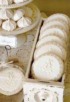 Vintage-inspired cookies and meringue. these cookies are sooo cute! Cookies Cupcake, Iced Cookies, Sugar Cookies, Frosted Cookies, Vanilla Cookies, Meringue Cookies, Meringue Kisses, Cherry Cookies, Baking Cookies