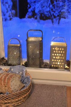 I would light candles in old graters on a wintery twilight Porch Decorating, Decorating Your Home, Interior Decorating, Christmas Candles, Christmas Decorations, Cheap Home Decor, Diy Home Decor, Woodland Christmas, Farmhouse Kitchen Decor
