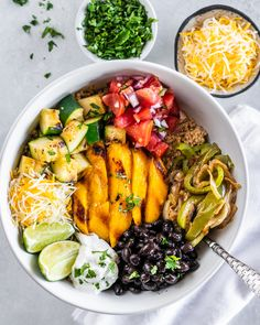 Quick + Healthy Meals: Make these delicious and healthy veggie burrito bowls with grilled mango perfect for easy family weeknight dinners or lazy summer afternoon dinners. Kids will love these and they are a breeze to throw together. Easy Pasta Recipes, Healthy Dinner Recipes, Simple Recipes, Fruit Recipes, Healthy Meals, Vegan Recipes, Poke Bowl, Veggie Burrito, Burrito Bowls