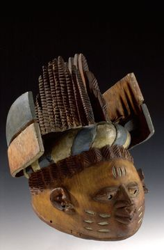Brown wooden mask [...], Nigeria. Museon, CC BY